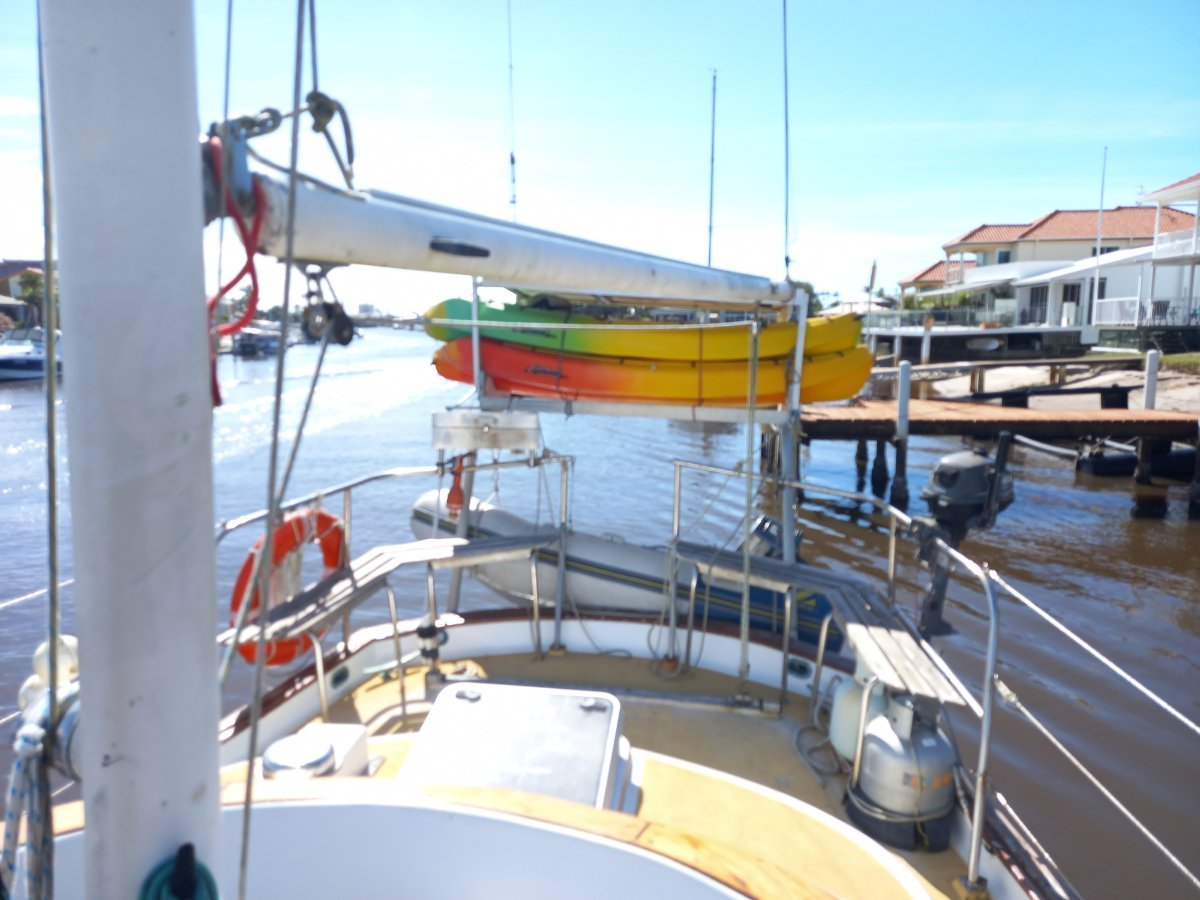 Robert Perry 47 Platinum a well equiped, spacious, airy cruiser.