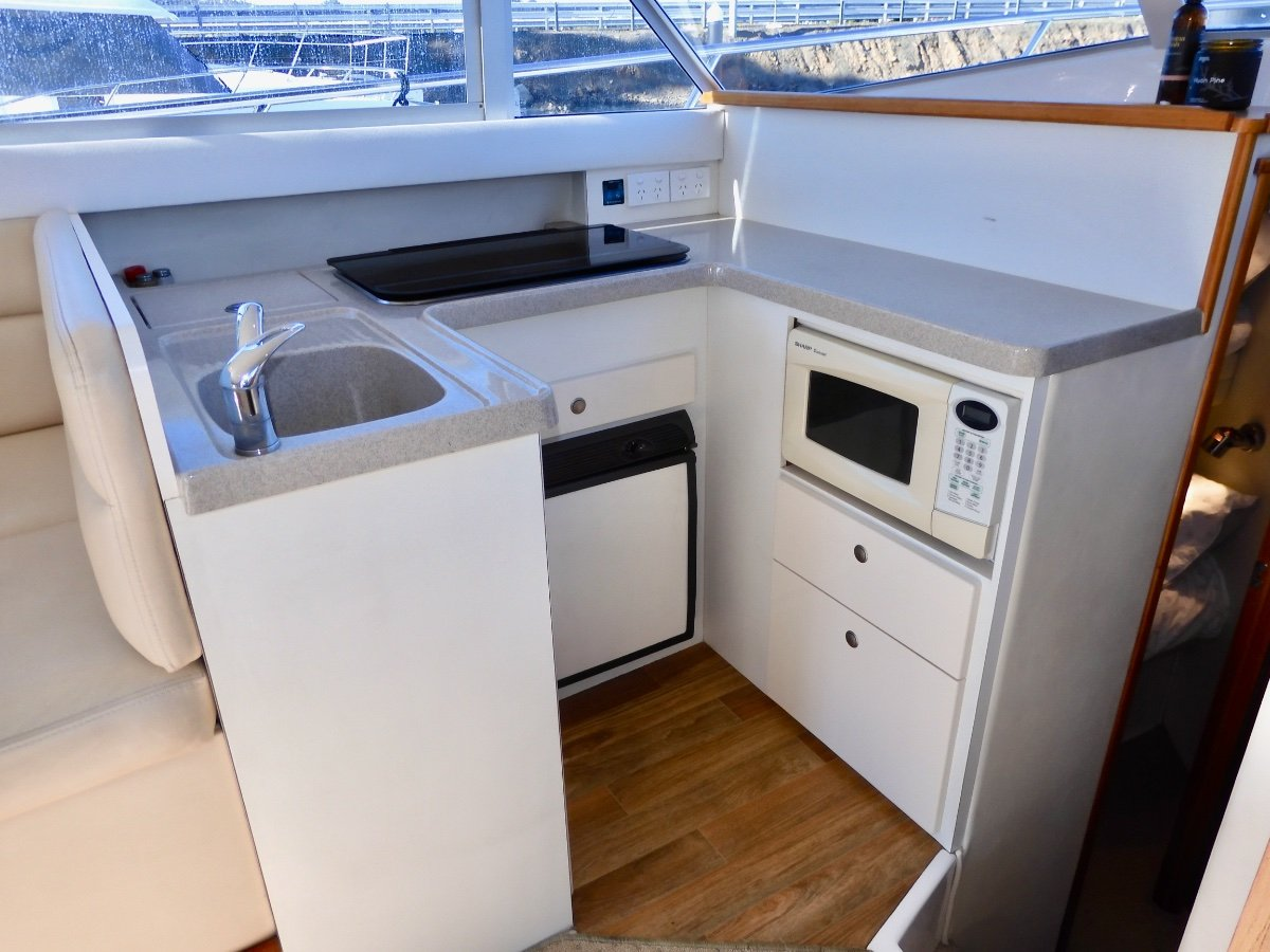 Caribbean 32 Flybridge Cruiser EXCELLENT CONDITION, LOW HOURS, MANY UPGRADES!
