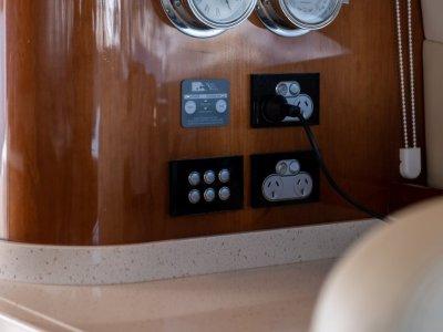 Riviera 5800 Sport Yacht Luxury