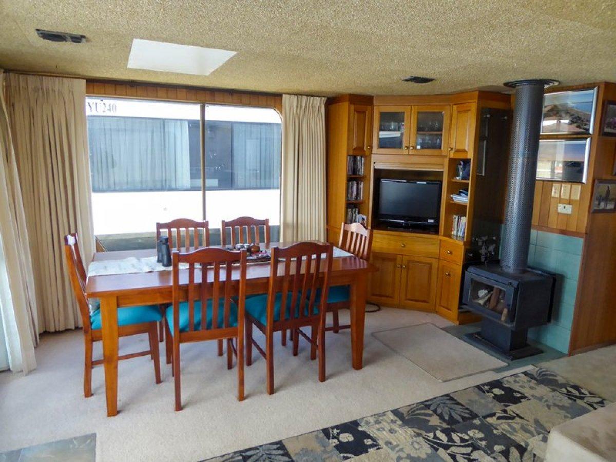 ALBATROSS Houseboat Holiday Home on Lake Eildon