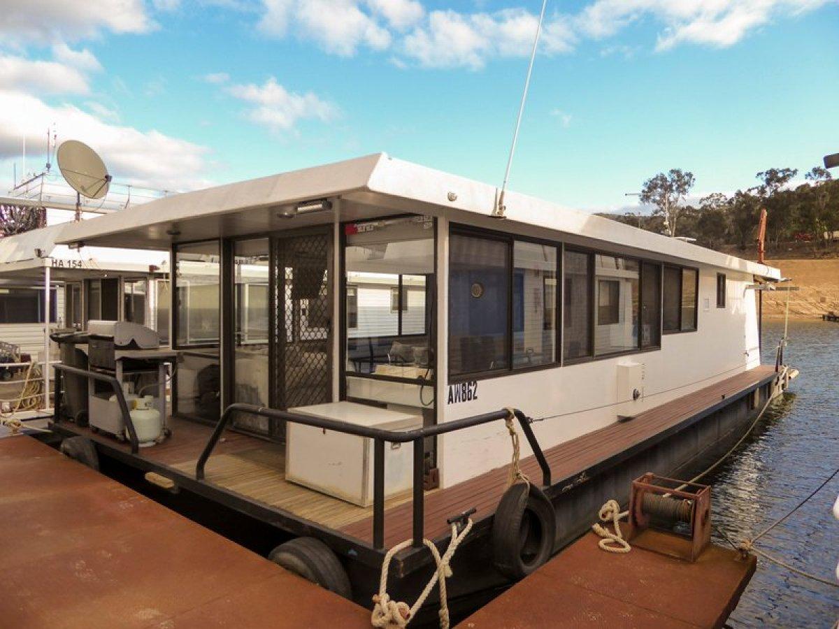 SMILEY Houseboat Holiday Home on Lake Eildon:Smiley on Lake Eildon