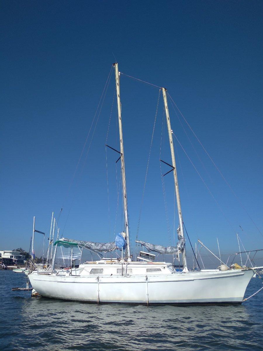 LOA 35', Beam 3.55m, 32' FRP Liveaboard yacht
