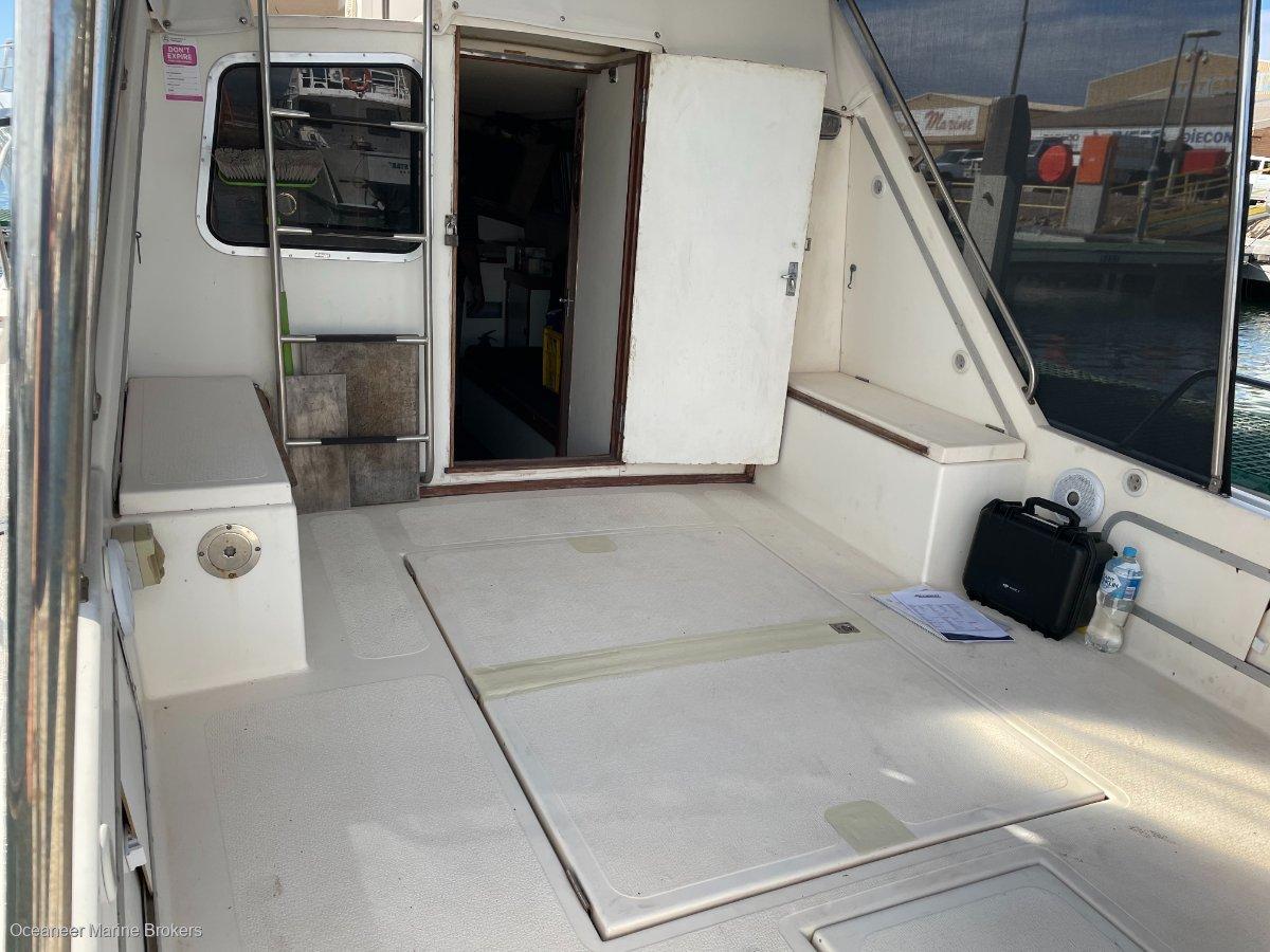 Fury 32 Flybridge Cruiser