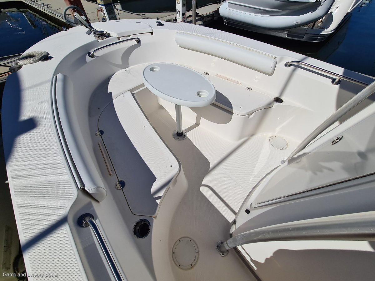 Trophy 2503 Centre Console - 2008MY