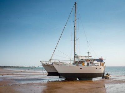 Hitchiker 33 Catamaran .