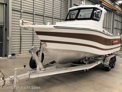 Lux Custom Boats 6100WA 6.1m Walkaround