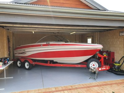 Tahoe Q6 Great ski boat and in rego trailer