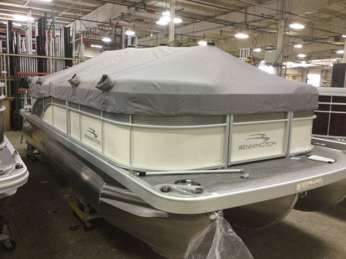 Bennington Pontoon Boat 21SSR