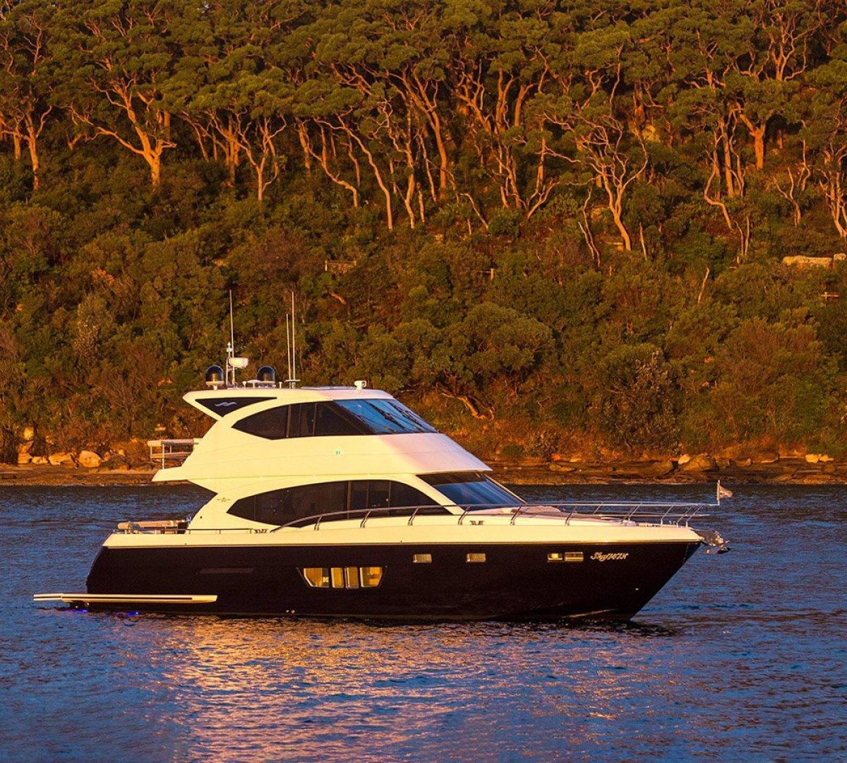 Whitehaven Flybridge 6000