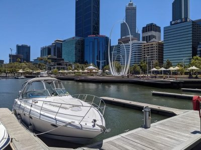 Four Winns Vista 348 Stunning Boat Ready for a New Home