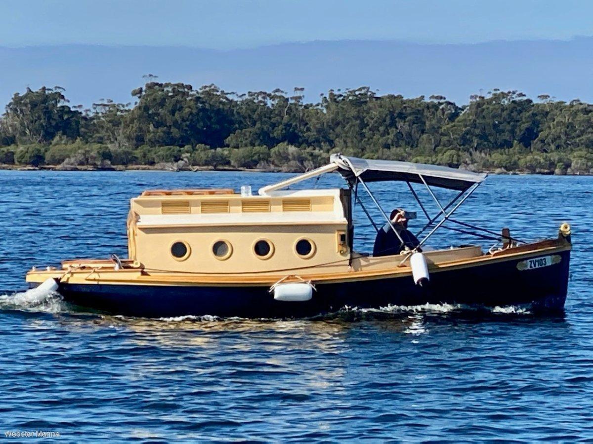 Custom Fibreglass Fantail Trailer Cruiser 21