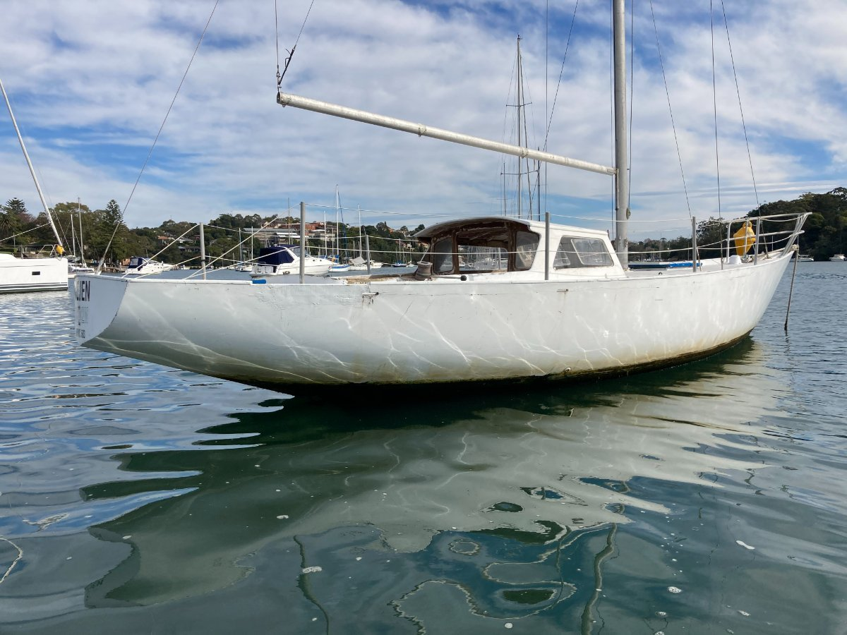 Classic 29 ft pretty cold molded timber yacht