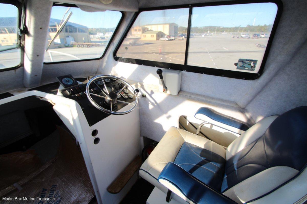 Shark Cat 23 Single Diesel Enclosed Cabin