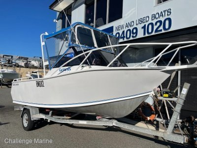 Genesis 520 Runabout - Immaculate condition for her age...
