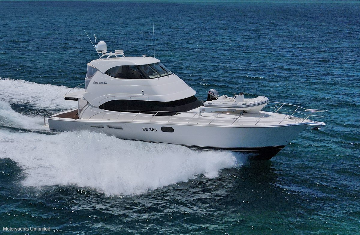 Riviera 56 Enclosed Flybridge ** Low hours and barely slept in **:Riviera 56 2007 model