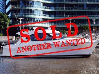 Riviera 3600 Sport Yacht - LOW HOURS - MAINTAINED