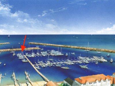 11m wide single berth easily holds a 10m Catamaran