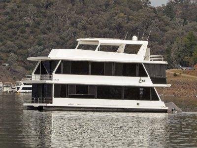 Eze - Houseboat holiday home on Lake Eildon