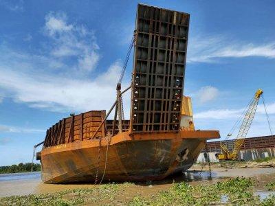 330ft Barge