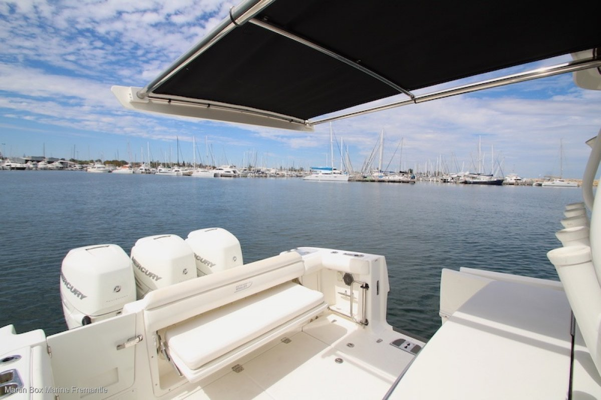 Boston Whaler 350 Outrage With Tripple 350 HP Outboards