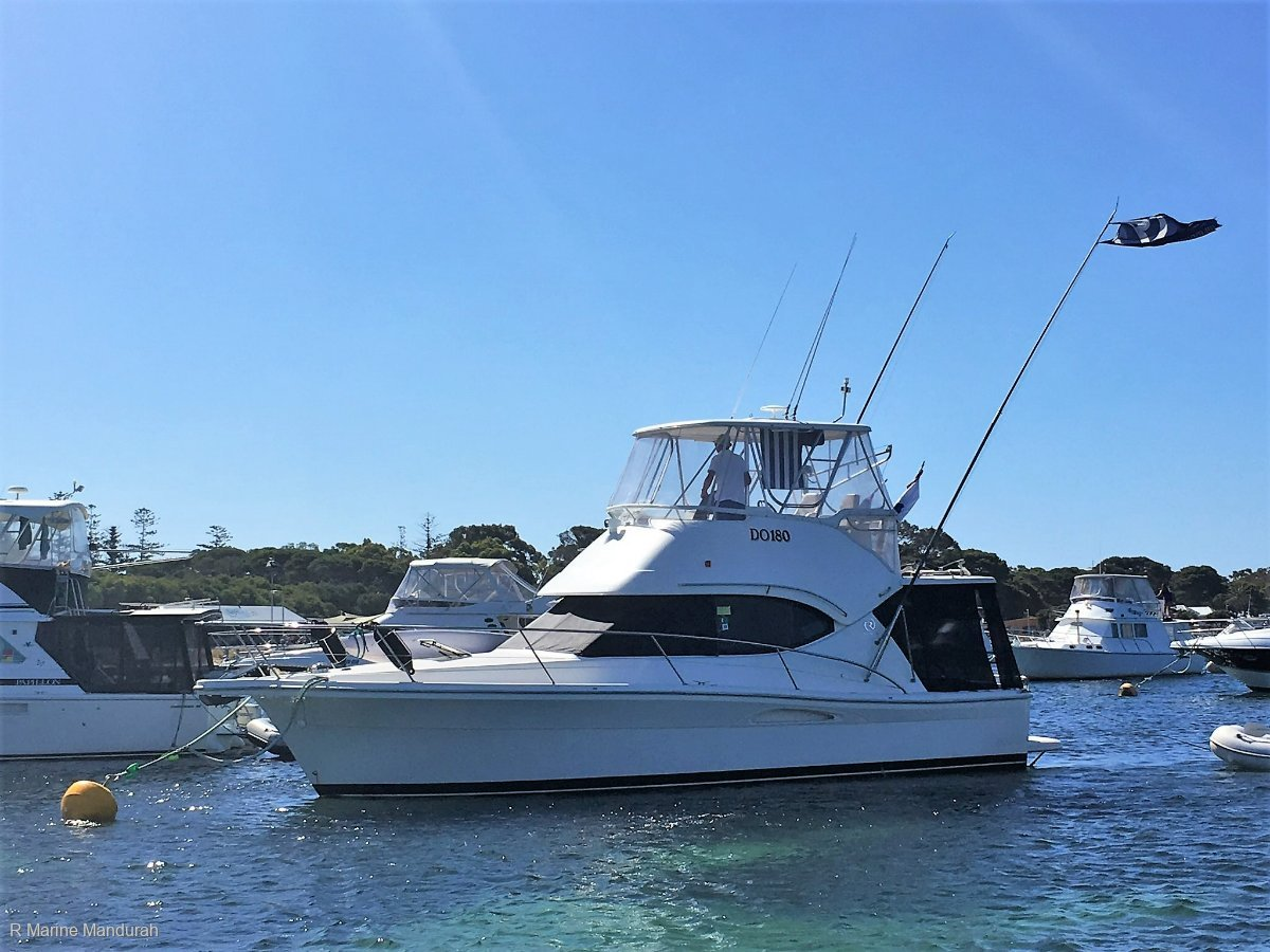 Riviera 33 Flybridge *** AIR CON and WATER MAKER *** $ 259000 ***