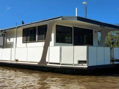 Bruce Harris Homecruiser House Boat