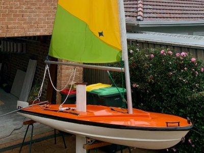 Custom Din Bat Sailing 12 ft Fiberglas dinghy