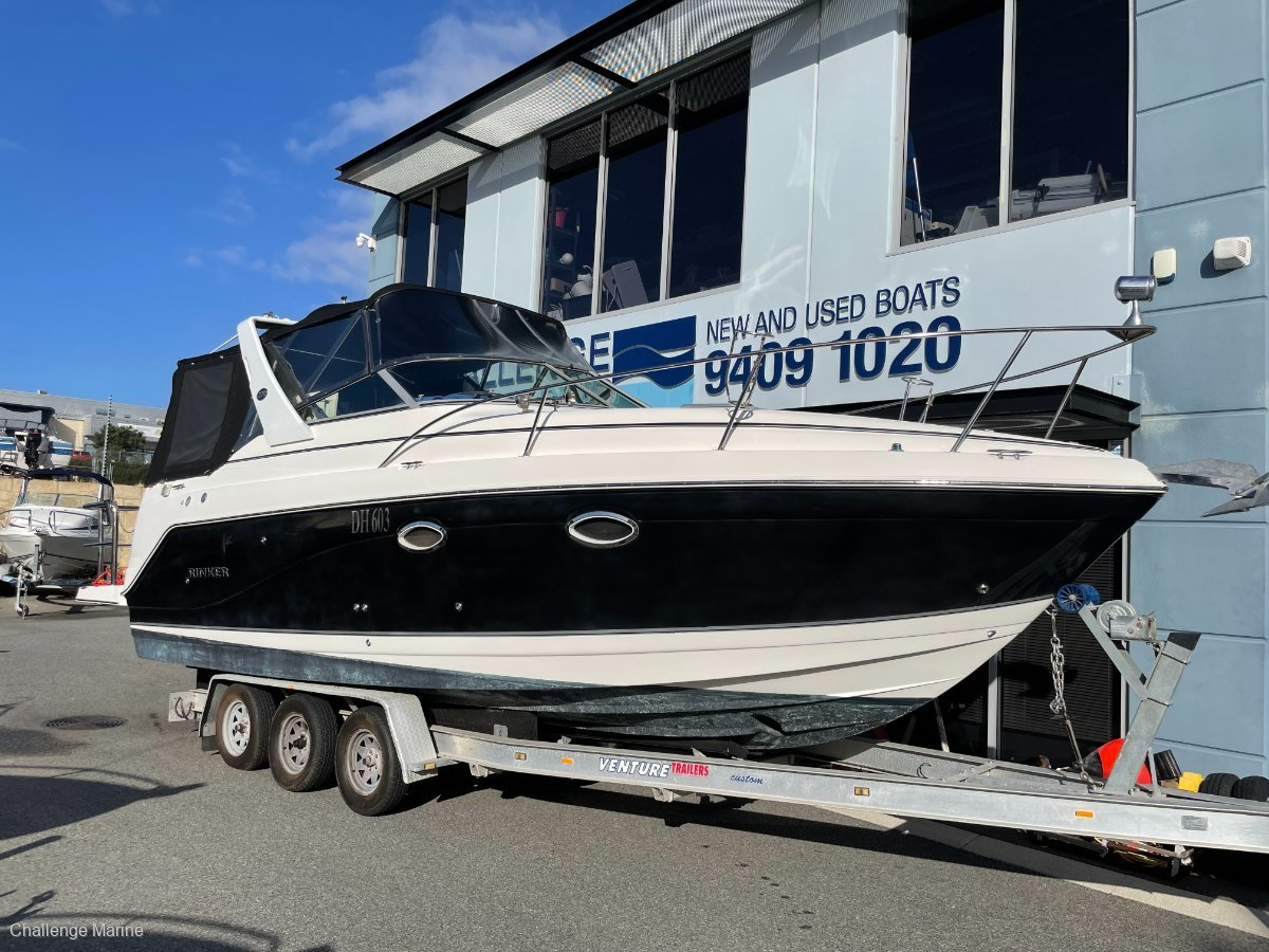 Rinker 270 Express Cruiser With Bow thruster