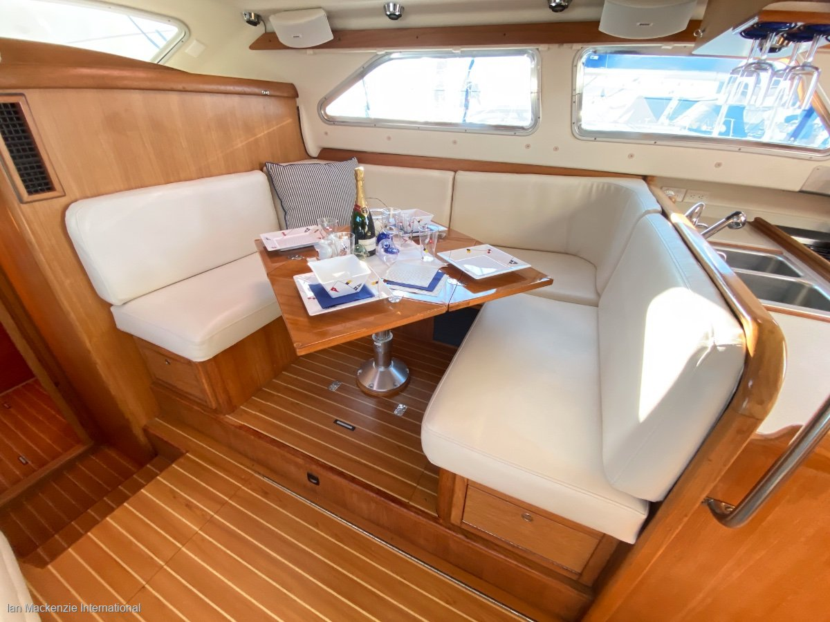 Catalina Morgan 440 Deck Saloon