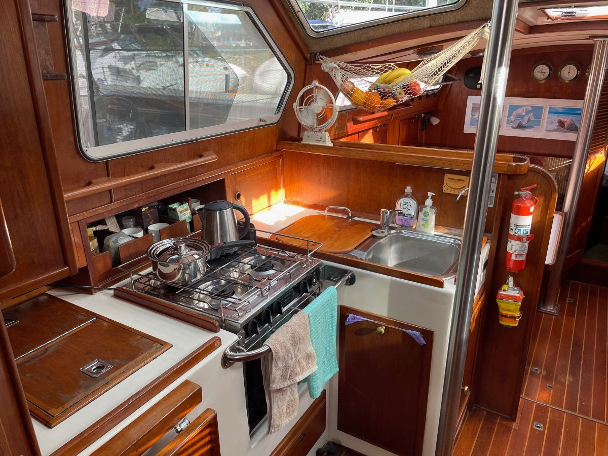 Challenger 39 Pilothouse with dual helm and swim platform