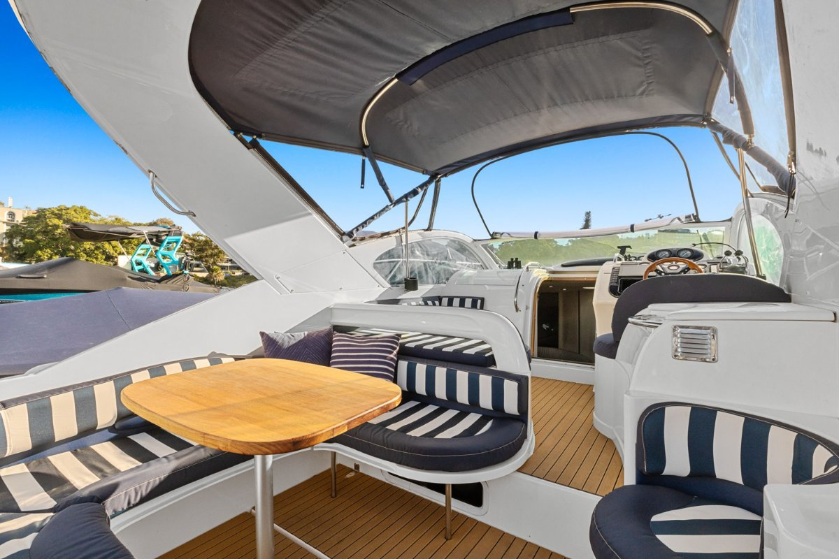 Fairline 34 Targa:Cockpit can be fully enclosed with covers included.