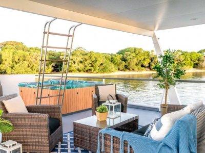 Lou Farrell Houseboat 87'