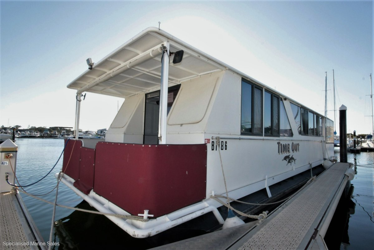 **CUSTOM HOUSE BOAT - LIFE AT ITS BEST! **89,900**