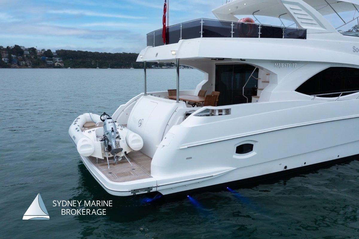 Majesty Yachts 7700