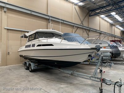 Leeder 710 Deluxe Hardtop - Mercruiser 350 Mag Mpi engine with only 90 hrs