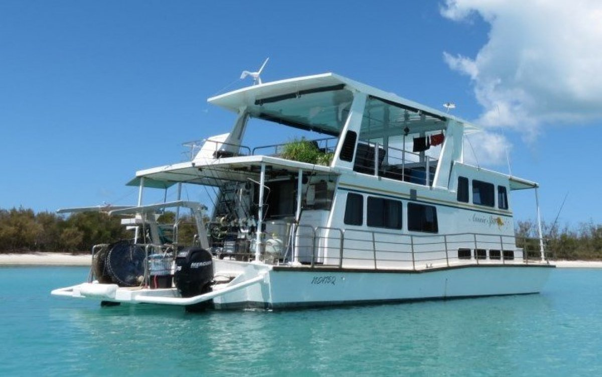 Coastal Cruising House Boat 15m
