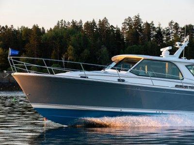Sabre Motor Yachts 43 Salon Express Maine USA Built Downeast Style Luxury Cruiser