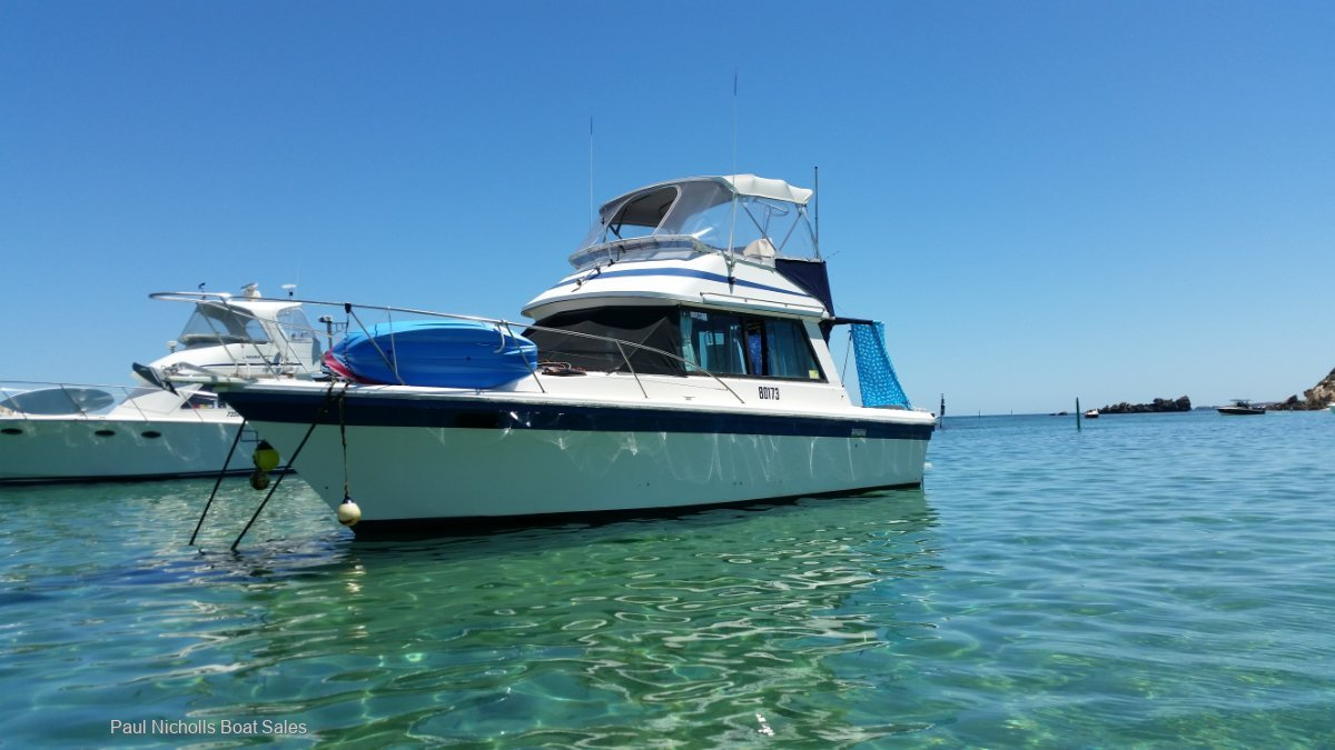 Riviera 32 Flybridge GREAT VALUE DIESELS AND SHAFT DRIVE !