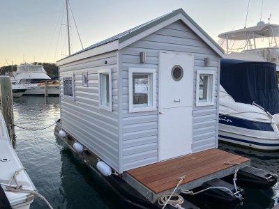 Custom Houseboat 6.9m