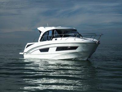 Beneteau Antares 9.0 OB Outboard Cruiser