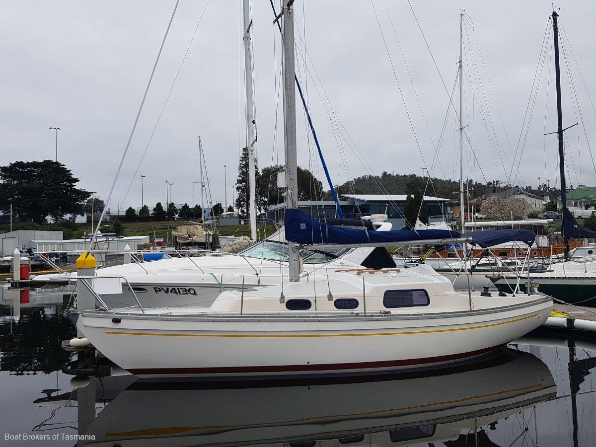 265823 - Compass 29 Fibreglass sloop rigged. Ideal entry level cruiser