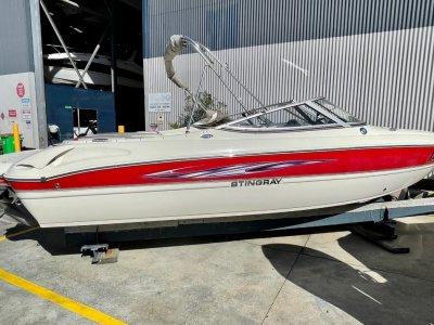 Stingray 225LR Bowrider