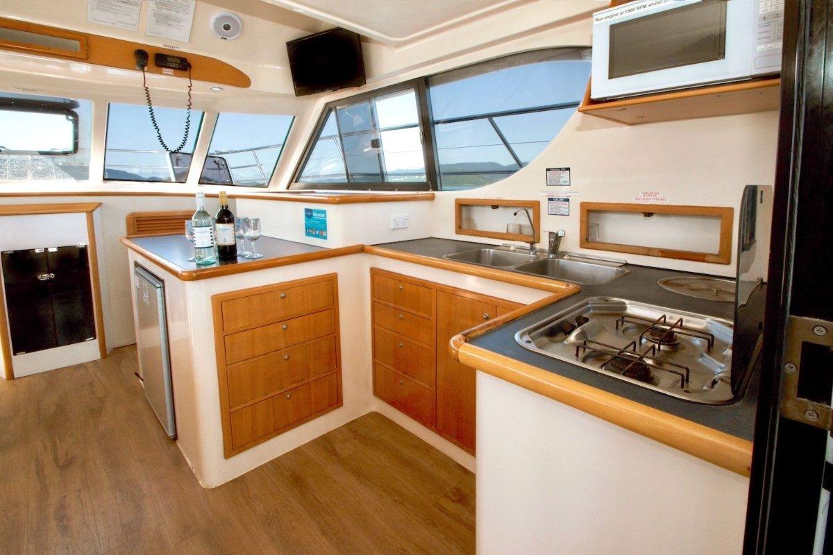Voyager 1040 Flybridge Catamaran