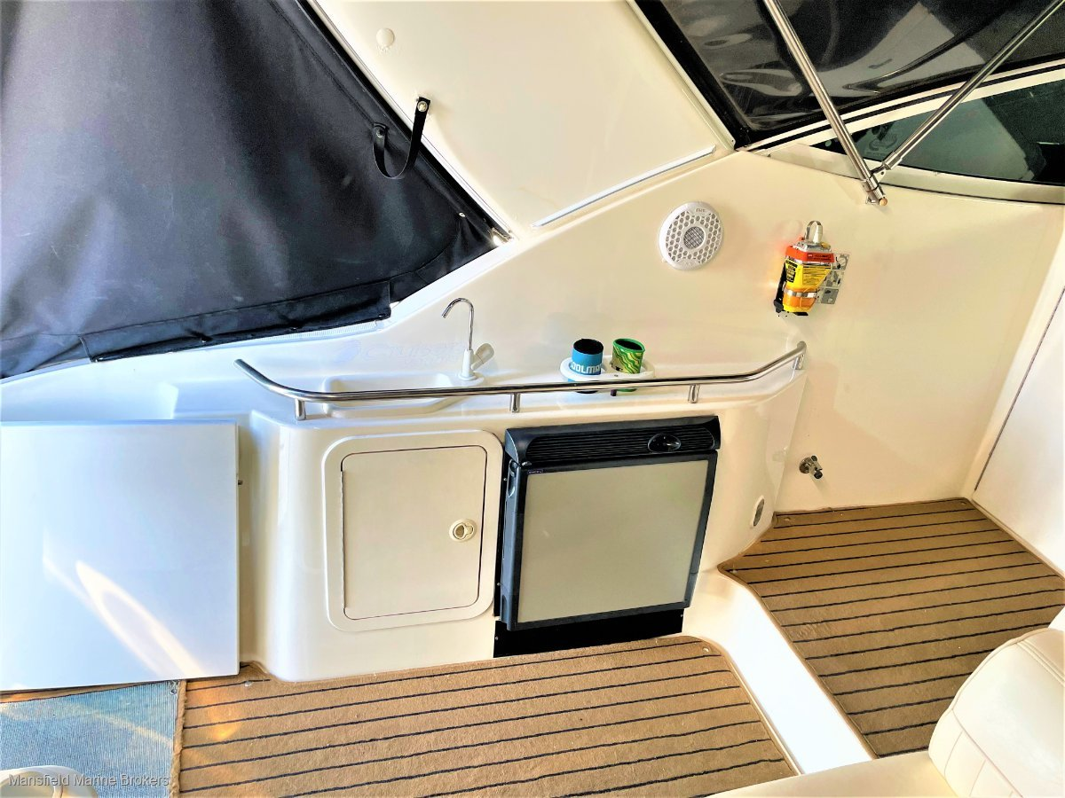 Cruisers Yachts 320 Express Twin Diesel Shaftdrive