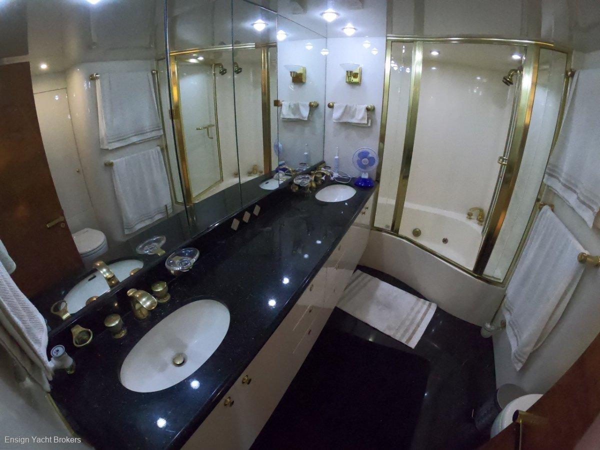 Lazzara Yachts 80 CPMY