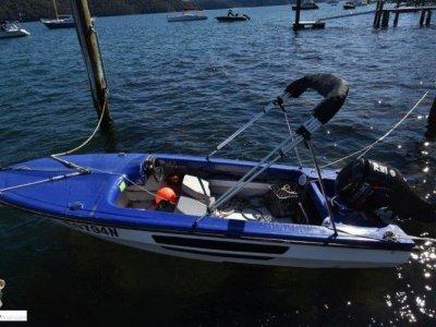 Caribbean 18ft ski boat