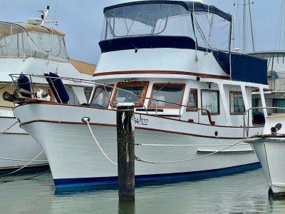 Tradewinds 40 Flybridge Cruiser