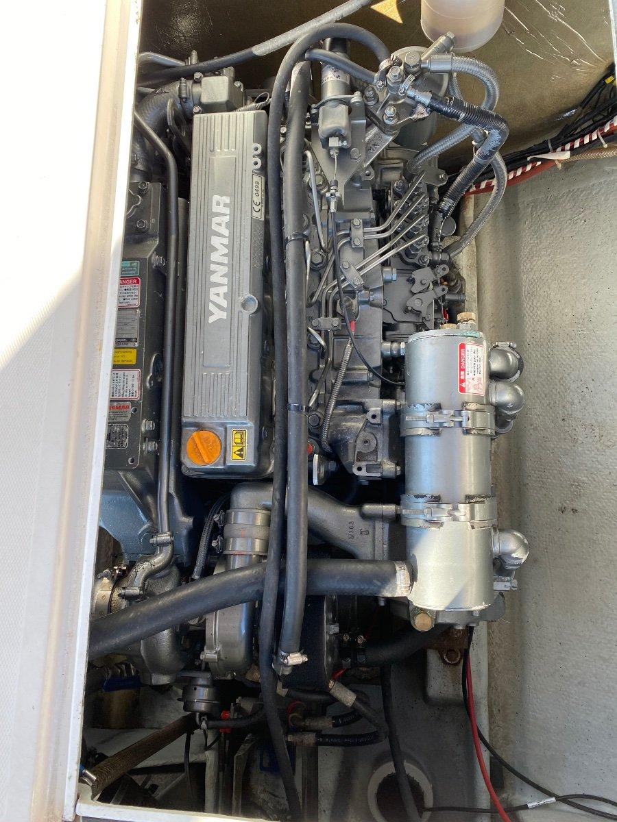 Caribbean 28 Flybridge cruiser Shaft drive diesel !