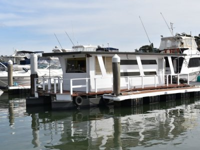 Custom 6 Berth Houseboat 11m with 40hp Mercury Out