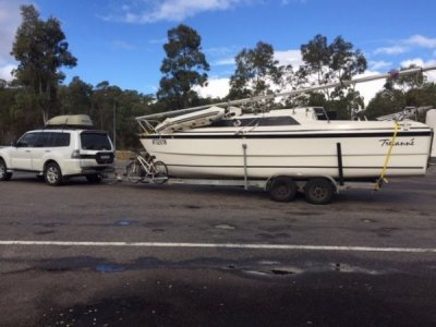 Macgregor 26X 2000 Fully Loaded for Extended Touring & Boating